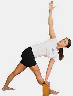 trikonasana - yoga poses using blocks