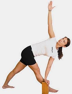 trikonasana - yoga poses using blocks